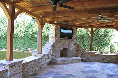 stone-fireplace-tv-flagstone